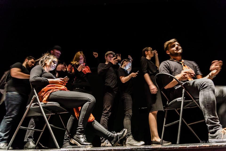 Francoska gledališka predstava v Gleju
